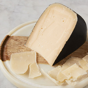 Wedge and Shavings of Old Chatham Reserve Gouda